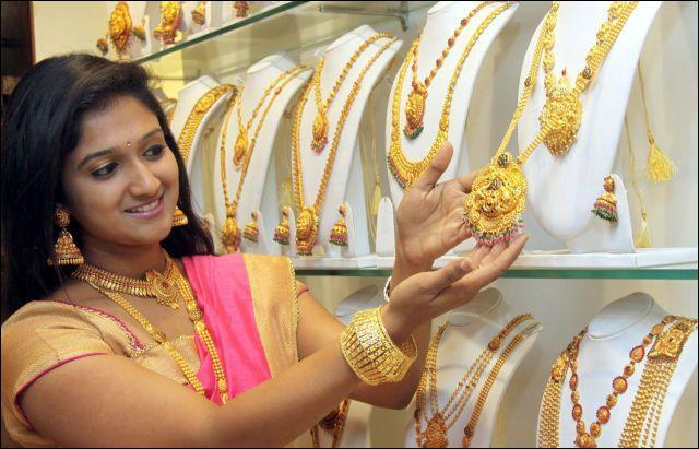 Gold Prices Fall For Five Straight Days - Sakshi