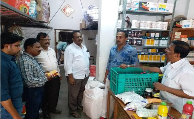 Vigilance Attack On Milk Adultration Shops Anantapur - Sakshi
