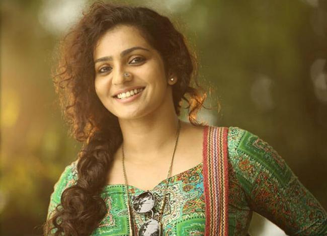 Bangalore Days Actress Parvathi Menon Talk About Sexual Harassment - Sakshi
