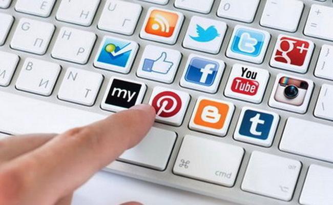 Journlists Dont Dippend On Social Media Professor Anantha Bobbili - Sakshi