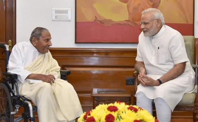 Spiritual Leader Dada JP Vaswani Died In Pune - Sakshi