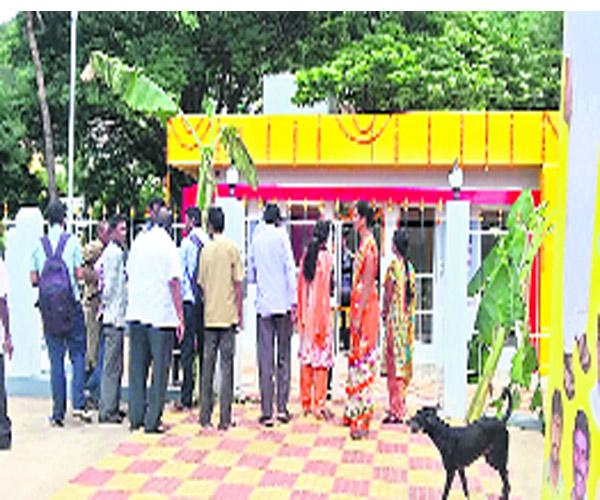 Anna Canteens Is Not Working In Visakhapatnam - Sakshi