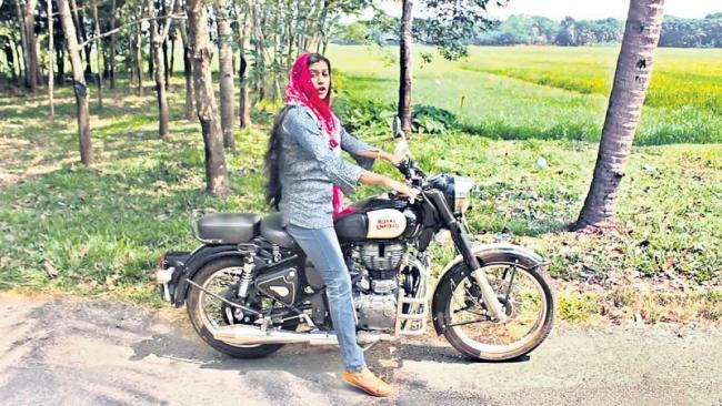 Jinsha Basheer: The woman biker fighting for social causes - Sakshi
