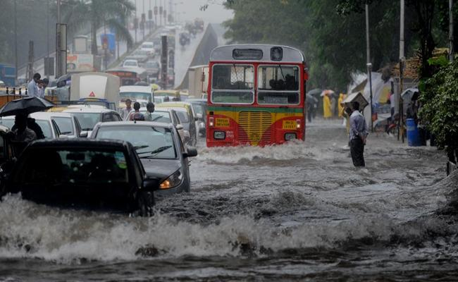 Heavy Rains In Mumbai, Daily Life Affected A Lot - Sakshi