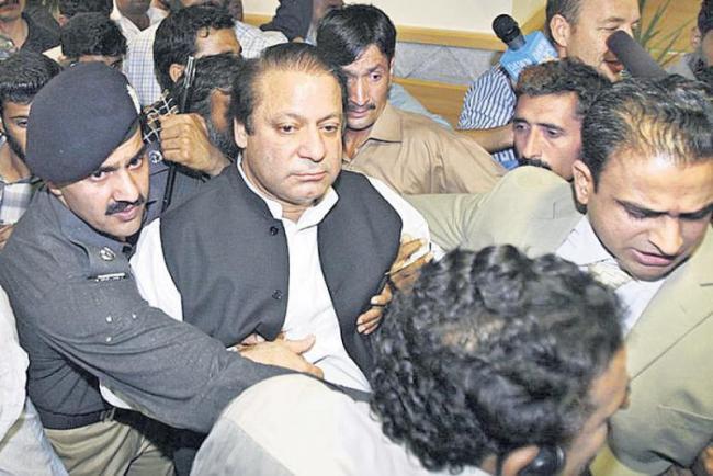 Pakistan's former PM Nawaz Sharif, daughter Maryam arrested in Lahore - Sakshi