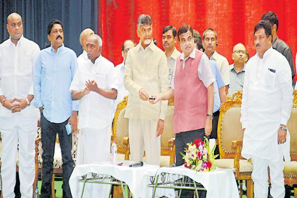 CM Chandrababu request to Gadkari about Polavaram - Sakshi