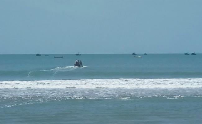 Tamil Nadu Boats In Kavali Beach PSR Nellore - Sakshi