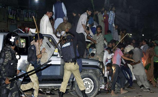 Nawaz Sharif Arrest Clashes In Lahore - Sakshi