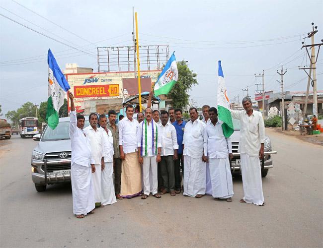 Chandrababu Naidu Afraid Of Jagans Padayatra Says Nimmakayala Sudhakar Reddy - Sakshi