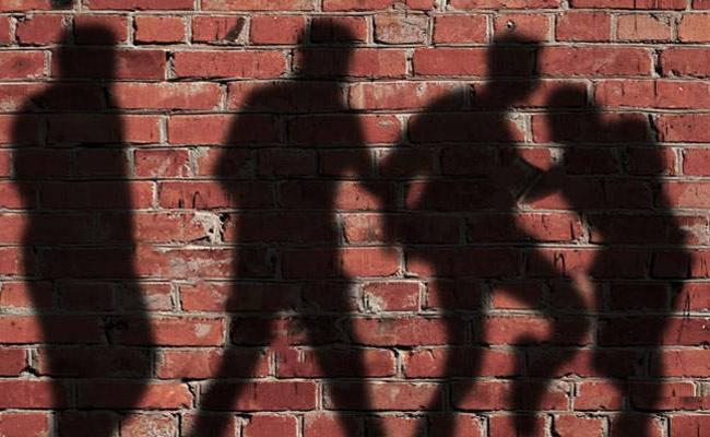 Drug Addict Gang In Krishna City Out cuts - Sakshi