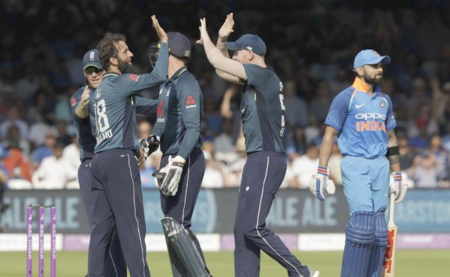England Win the Toss And Elect Bat First Against India - Sakshi