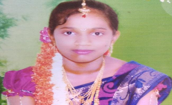 Amrutha NEET student commits suicide in hostel at Visakhapatnam - Sakshi