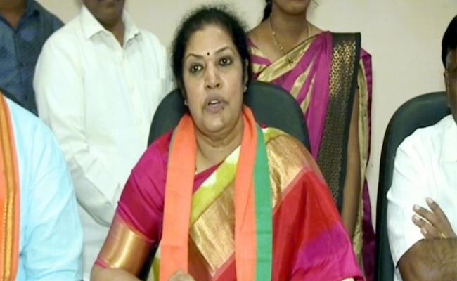 BJP Leader Purandeswari Reacts Godavari Boat Accident - Sakshi