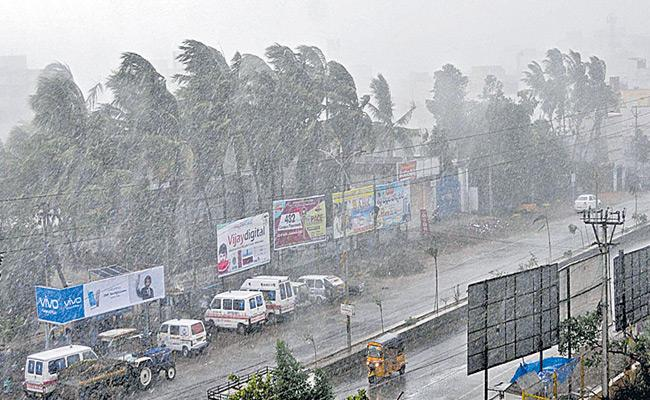 IMD Predicts Heavy Rainfall In Telangana State For Next Two Days - Sakshi