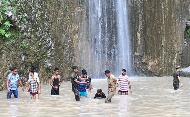 Rocks Fell Off Hill In Siar Baba Waterfall In Jammu - Sakshi
