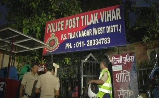 Teen Girl Suicide In New Delhi Tilak Vihar Police Station - Sakshi
