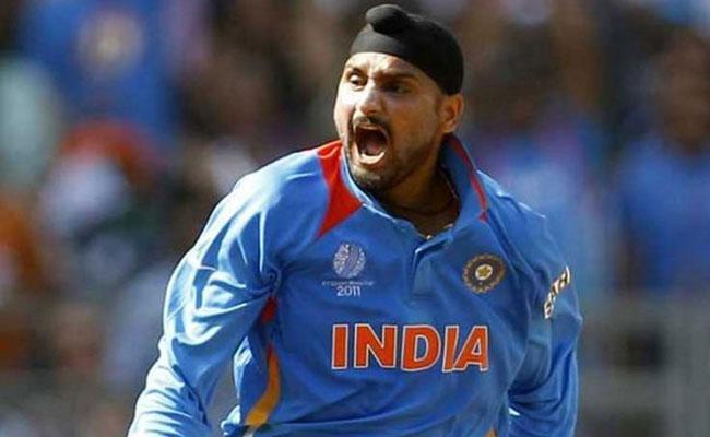 Harbhajan Singh Says Stop Playing Hindu Muslim Learn From Croatia - Sakshi