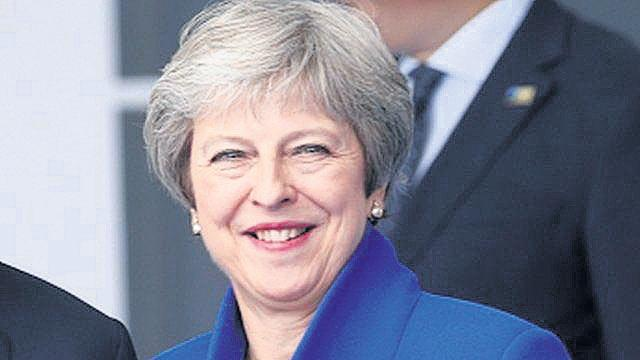 Theresa May says Donald Trump told her to sue the European Union - Sakshi