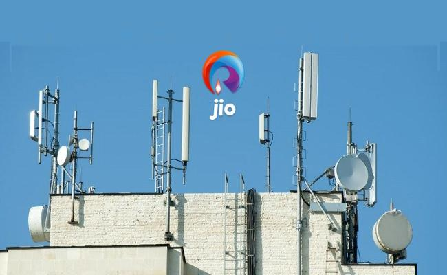 Cyber Crime With Jio Towers Named In Hyderabad - Sakshi