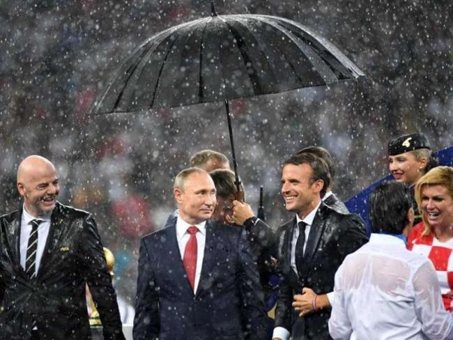 Vladimir Putins Umbrella Steals The Show At World Cup Final - Sakshi