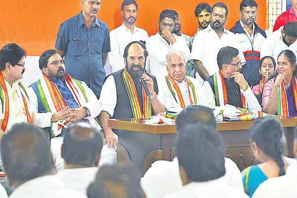Split wide open in Telangana Congress - Sakshi