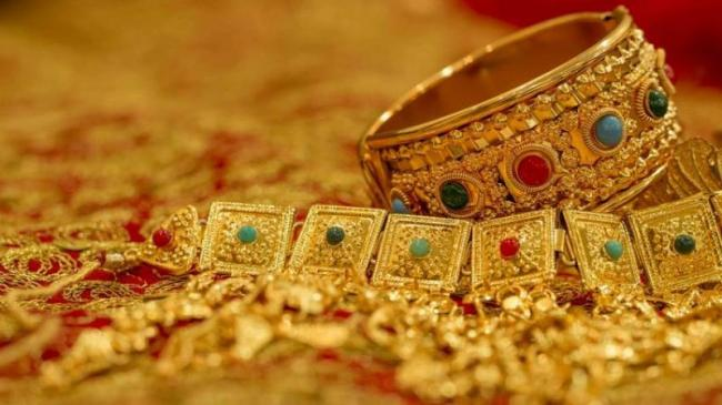 Gold Hits 5 Month Low, Loses Another Rs 250 On Global Cues - Sakshi