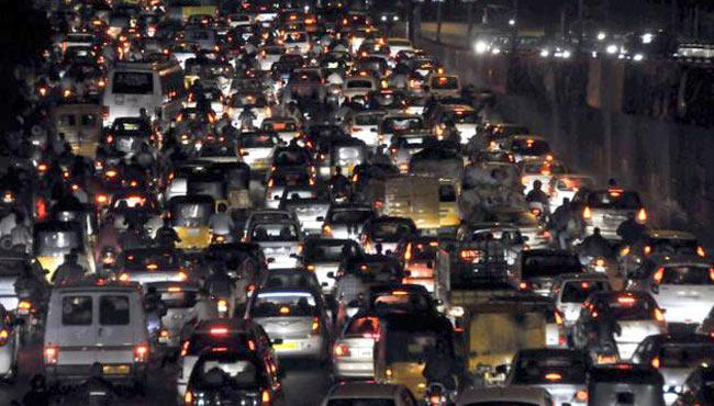 Two Vehicles Got Break Down, Heavy Traffic Jam In Hyderabad - Sakshi