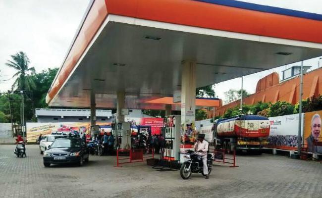 No Petrol Without Helmet In Chanchalgida Jail Petrol Bunk - Sakshi