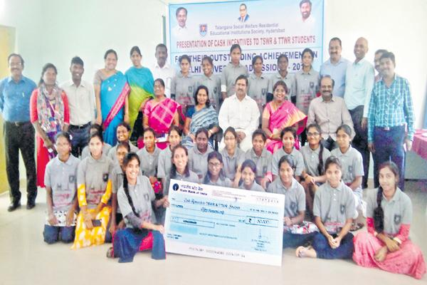 94 students were selected from Telangana to the Delhi University - Sakshi