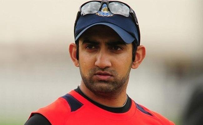 Gambhirs stinging comment for MS Dhoni - Sakshi