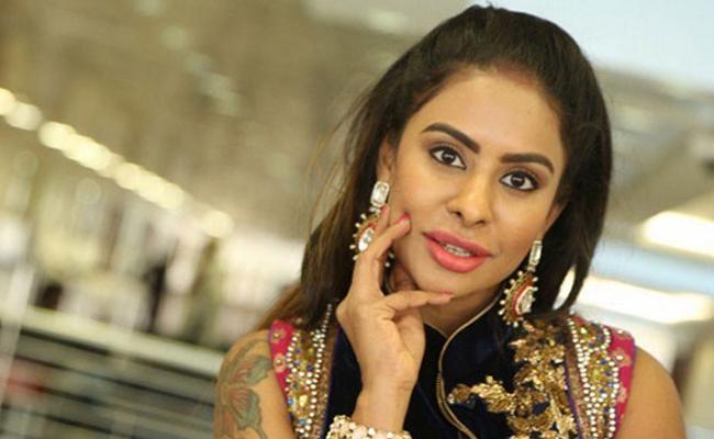 Sri Reddy Comments Again on Pawan Kalyan - Sakshi