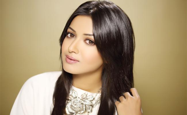 catherine tresa Reveals Her Opinion On Love - Sakshi