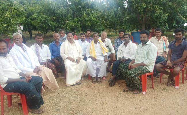 TDP Leader Comments On Paritala Sunitha Family - Sakshi