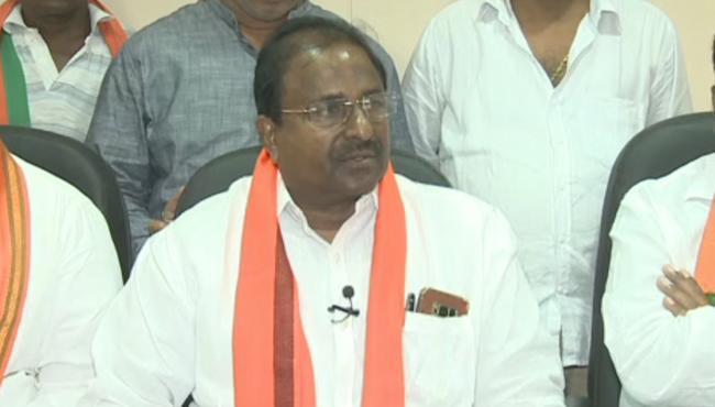 BJP MLC Somu Veerraju Fires On Chandrababu Naidu - Sakshi