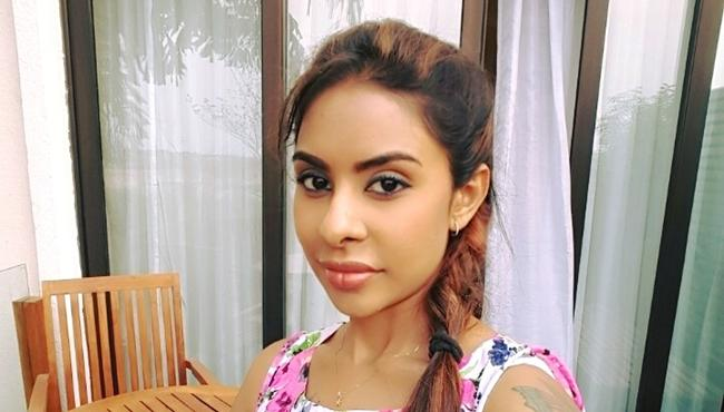 Sri reddy FB Post Against A Woman Producer In Tollywood - Sakshi
