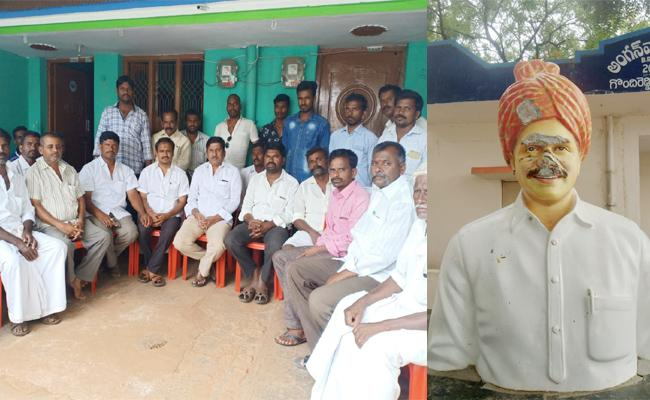YS Rajasekhara Reddy Statue Broken In Anantapur - Sakshi