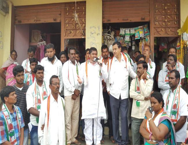Ponnam Prabhakar Comments On TRS Government Karimnagar - Sakshi