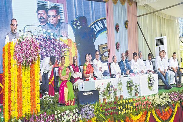 Governor Narasimhan comments about School at Karimnagar - Sakshi