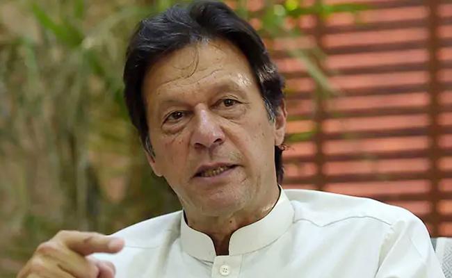 Nawaz Sharif Acting Bettter Than Film Actors, Says Imran Khan - Sakshi