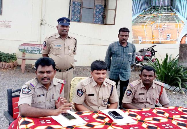 Cell Phones And Lorry Driver Arrested In Prakasam - Sakshi