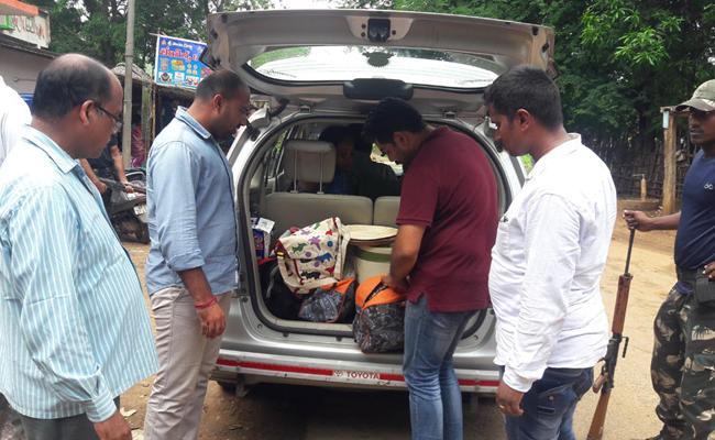 Police Combing In Visakhapatnam Tribal Area - Sakshi