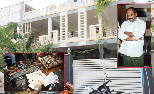 ACB Rides On Transport Constable House Anantapur - Sakshi