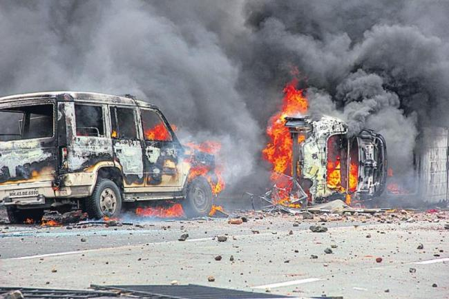 Mumbai bandh called off midway by Maratha Kranti Morcha after violence - Sakshi
