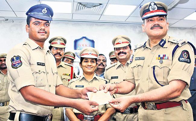 CP Anjani Kumar Prices Constable Chandra Shekar - Sakshi