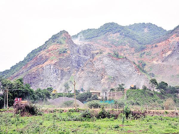 Illegal mining At Near Paritala - Sakshi