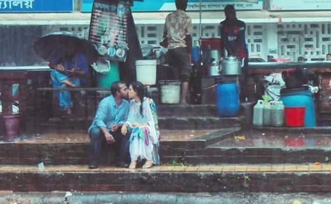 Bangladeshi Couple Kissing Photo Went Viral - Sakshi