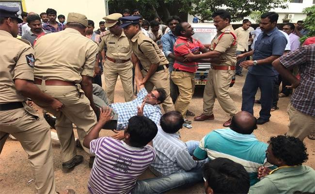 People Protest For Justice In Srikakulam  - Sakshi