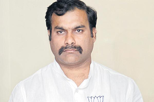 Raavula sridhar reddy commented over uttam kumar reddy - Sakshi