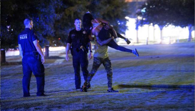 Gunmen Open Fire At Crowd In New Orleans - Sakshi