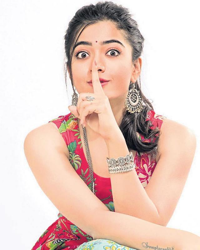 Working with contemporaries allows you to be expressive - Sakshi